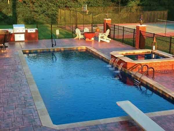 pool builder in des moines